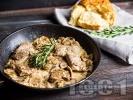Рецепта Печени хапки от свински врат с гъби, праз и сметана на фурна
